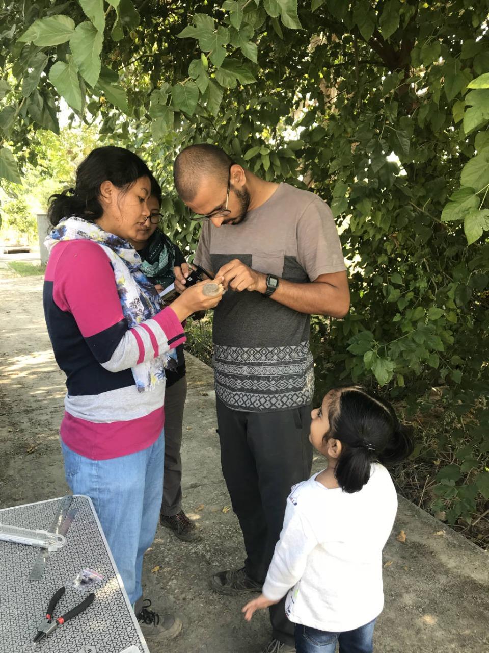 Soniya and Nakul make measurements as Anushka looks on